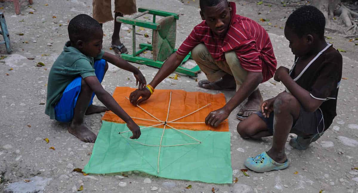 easter-in-haiti-kite-making