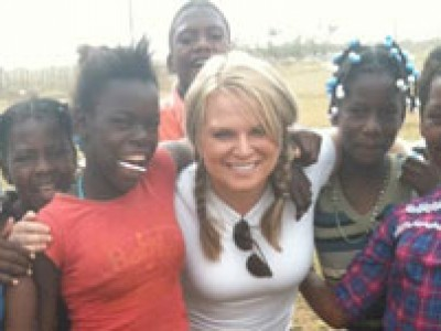 Katherine Redmond with group of Dominican children