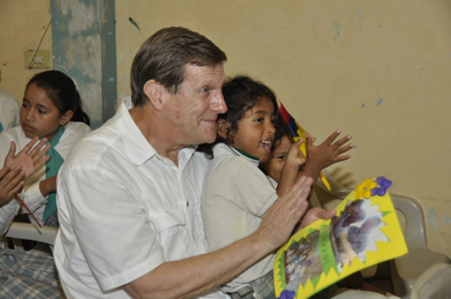 Wess Stafford clapping with children