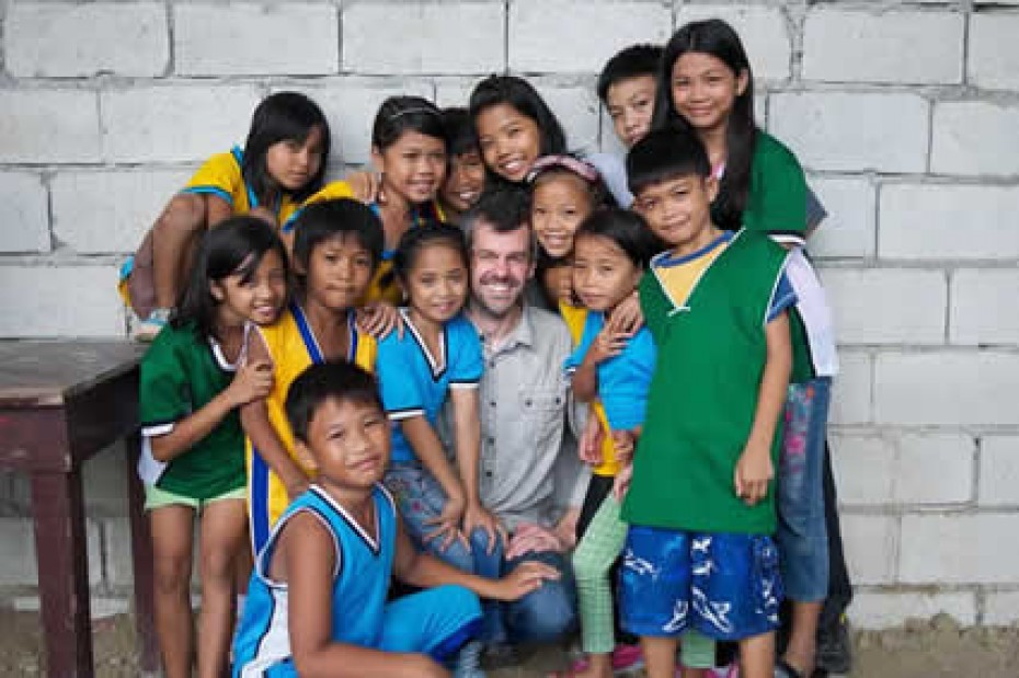 Shaun Groves with group of Filipino children