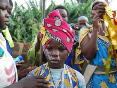 girl in traditional African clothing