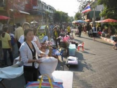 vendors lining street in Thailand