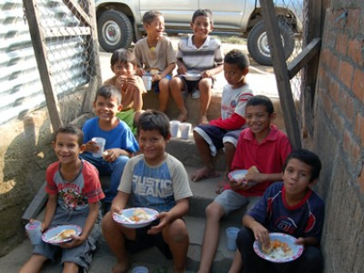group of Nicaraguan children eating outside