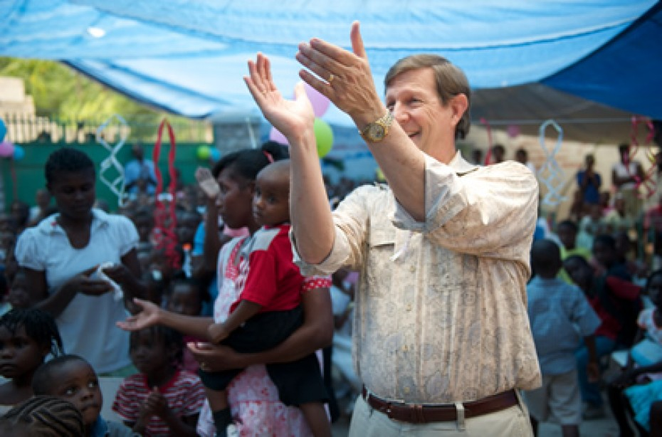 Wess Stafford clapping hands
