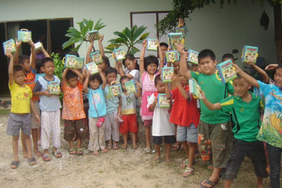 a group of children holding up bibles