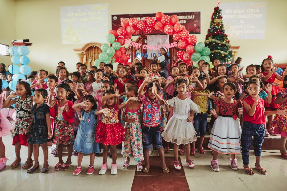 You Foster Generosity When You Give a Christmas Gift