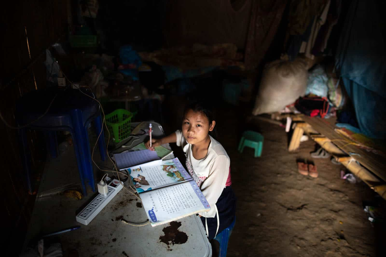 Where I Do My Homework: 8 Pictures of Tenacious Students in Asia